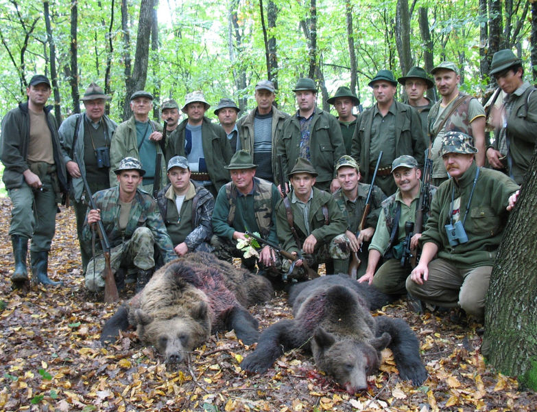 Trophy hunting is a multimillion-euro industry in Romania. Photo by Quo Leonis Rugitur Vide Cor Meum, released under public domain.