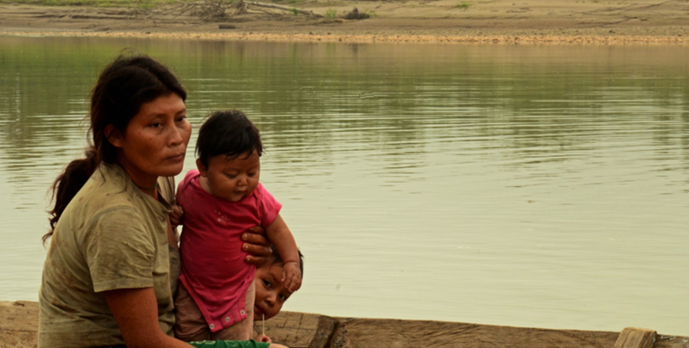 Tsimane woman and her children on the Beni River at the banks of the community of Torewa. Photo by Eduardo Franco
