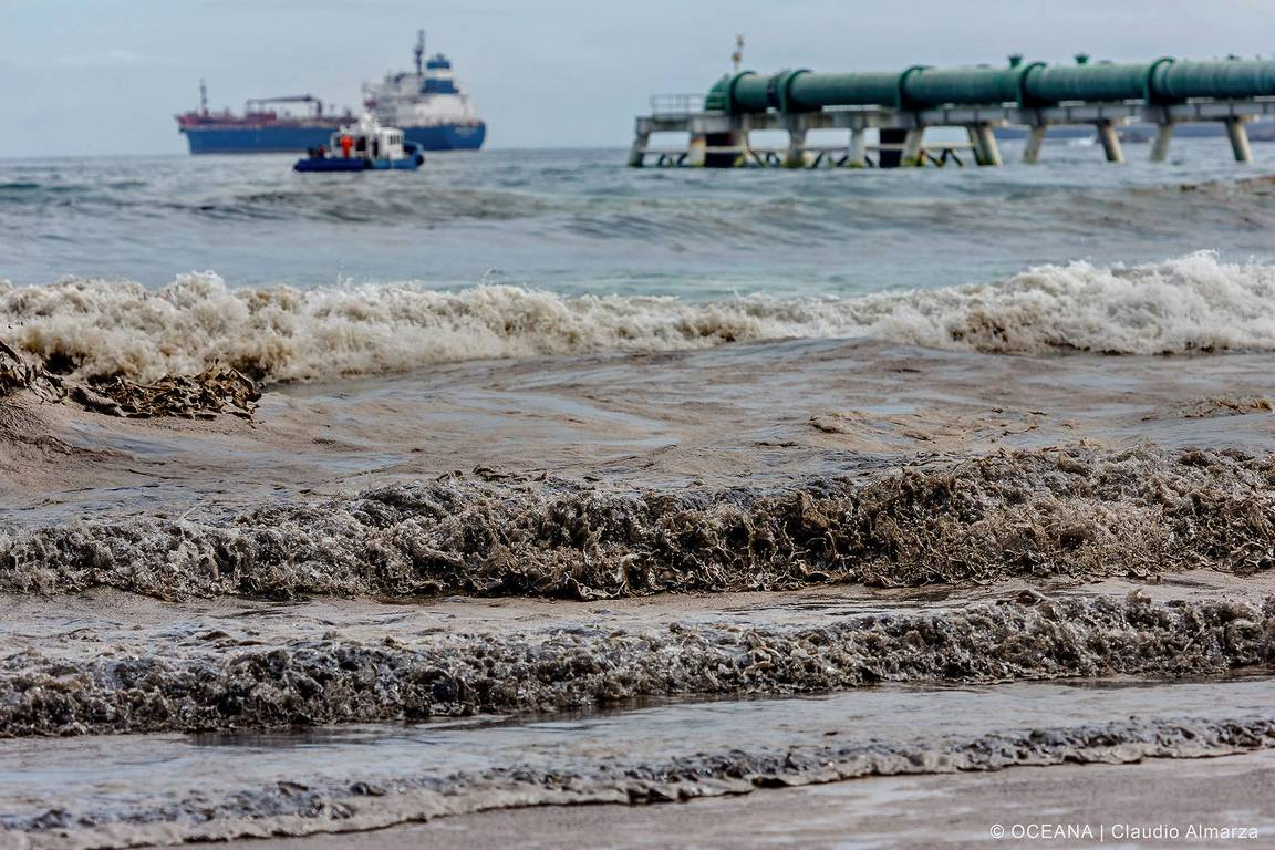 The oil spill that occurred in the Quintero Bay in 2014. Photo: Courtesy of NGO Oceana