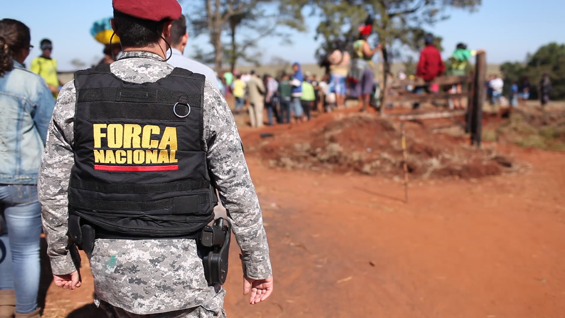 Força Nacional law enforcement officers investigate events at the Yvu farm where an indigenous man was killed, and six others injured. Photo courtesy of CIMI
