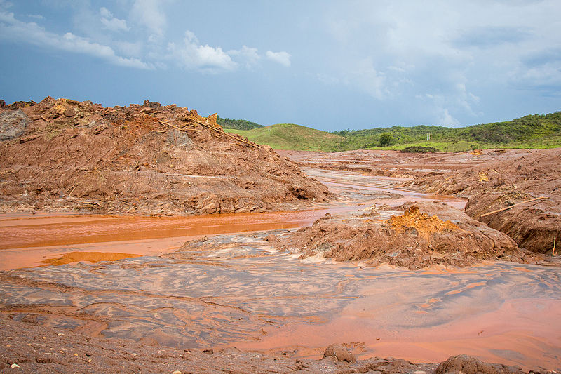 Rio Doce at the town of Bento Rodrigues, November 2015, just after the toxic sludge spill caused by the Samarco company tailings dam failure — Brazil's largest environmental disaster. Photo by Romerito Pontes licensed under the Creative Commons Attribution 2.0 Generic license