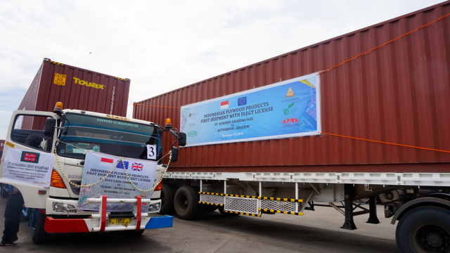 Containers of FLEGT-certified wood are seen on their way to Jakarta's Tanjung Priok Port on Tuesday. Twenty-three containers were shipped out in all. Photo by Lusia Arumingtyas