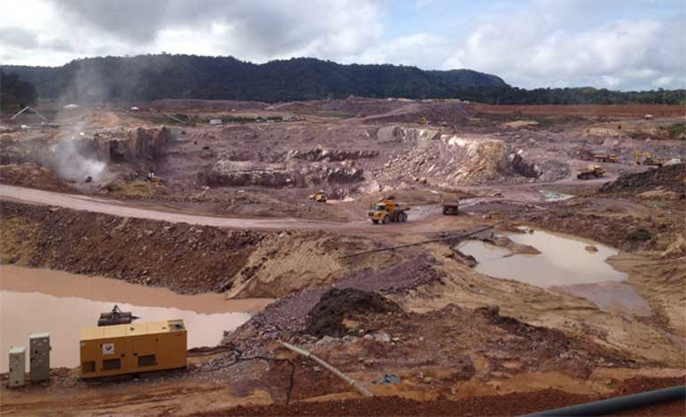 Construction is already underway at the São Manoel dam site on the Teles Pires river, with three other dams completed or nearing completion. The Teles Pires is a major tributary of the Tapajós River. Photo by International Rivers on Flickr, licensed under an Attribution-NonCommercial-ShareAlike 2.0 Generic (CC BY-NC-SA 2.0) license