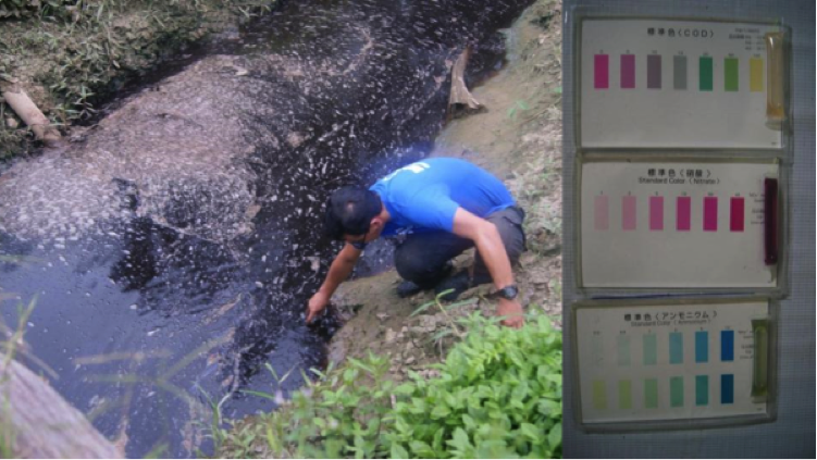 Neville Yapp of Forever Sabah sampling highly polluted discharge from an oil palm estate.