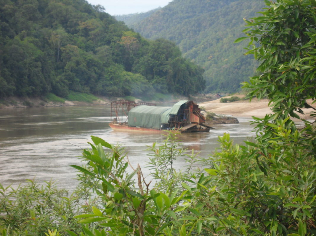 A Chinese gold mining boat picture north of the Mong Ton dam site in 2015. Photo courtesy of the Mong Pan Youth Association.