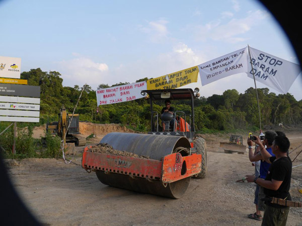 Heavy equipment moving offsite during a protester blockade that was demonstrating against the proposed Baram dam in Malaysia's Sarawak state. Photo by Peter Kallang / Save Rivers