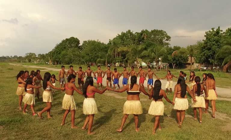 A traditional Munduruku dance. Photo by Thais Borges