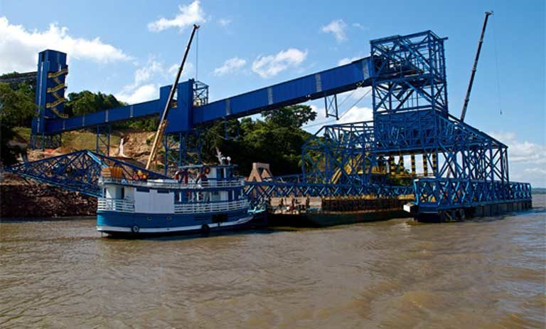 The recently built Miritituba soy processing port on the Tapajós River. It was financed and constructed by Brazilian and international commodities traders in anticipation of the approval by the Brazilian Congress of a vast industrial waterway, new paved highways and a railroad. If that construction goes forward, it will cause major deforestation and ecological damage to the Tapajós Basin, while also impoverishing indigenous cultures. Photo by Thais Borges
