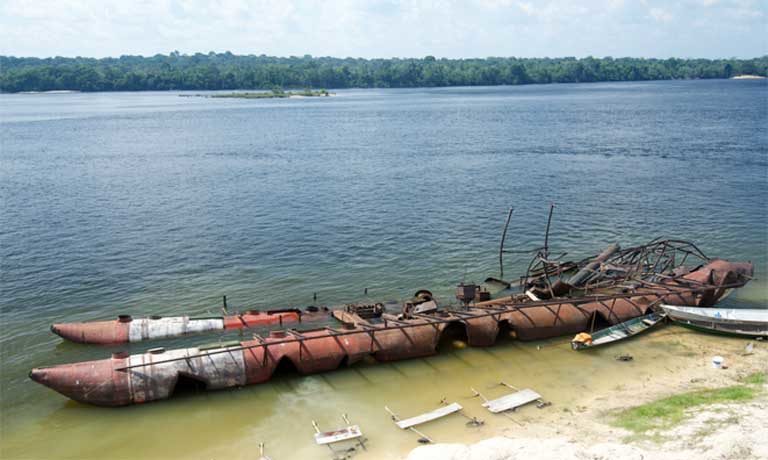 Remains of the gold mining barge after it was burnt by the police during the Eldorado Operation. Photo by Mauricio Torres