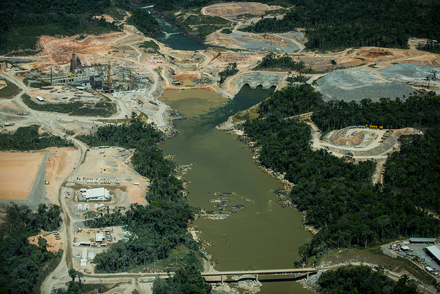 The Teles Pires dam under construction. The firm has received several green awards for its projects, as well as carbon credits from the United Nations. Photo by Thais Borges