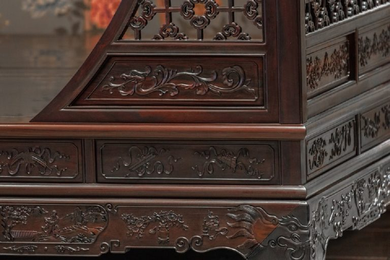 Carved rosewood furniture. Photo by Jane Tan Kok/Pixabay