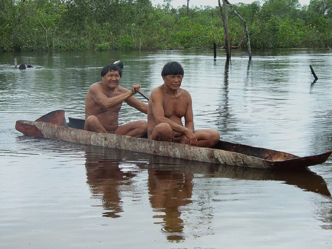 Kalapalo tribal men, an indigenous group that lives in the Xingu Resex in 2008. Photo by Eduardo Giacomazzi/Wikimedia Commons