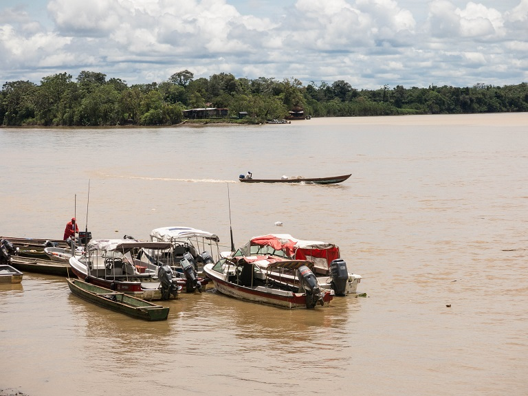 A makeshift parking spot for boats in the Atrato river close to Chocó's capital Quibdó. Photo by Bram Ebus for Mongabay.
