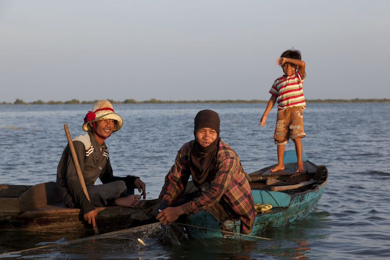 Both men and women fish on Tonle Sap Lake in Cambodia. Photo by Kristin Harrison and Jeremy Ginsberg.