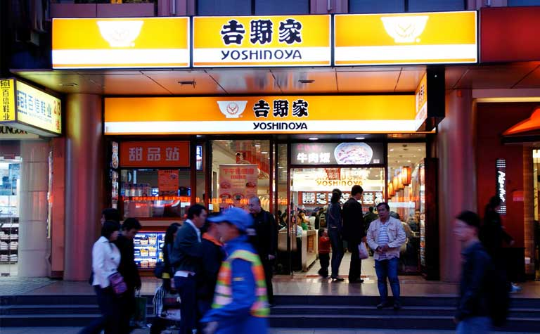 Yoshinoya is one of the biggest fast-food chains in Japan, serving up the popular gyudon beef bowl. The company strongly prefers American beef in its products to the point that it switched to pork when beef from the US was banned briefly in 2003. Photo credit: Shuichi Aizawa/via Flickr [Licensed under CC BY 2.0]