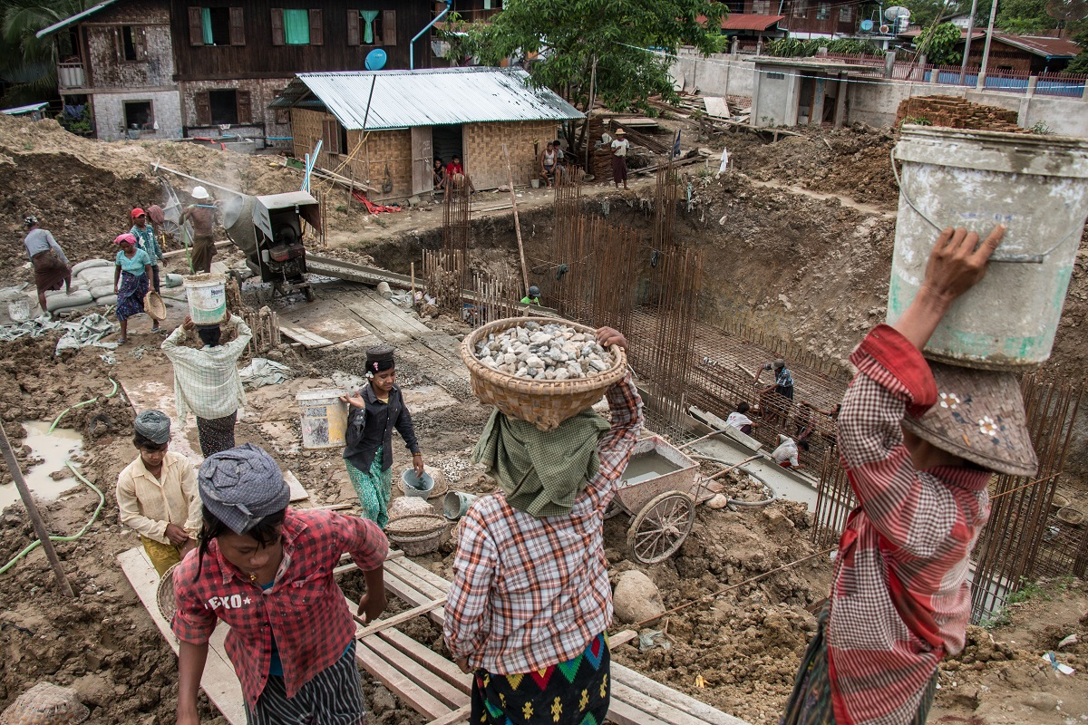 Construction​ ​workers​ ​on​ ​the​ ​site​ ​of​ ​a​ ​new​ ​Chinese-funded​ ​hotel​ ​in​ ​Bhamo,​ ​in​ ​northern Myanmar. Photo by Nathan Siegel for Mongabay.