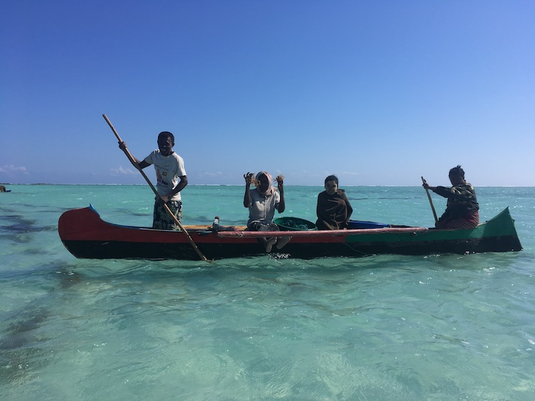 Bringing in the day's seaweed harvest in the village of Beheloke. Photo by Rowan Moore Gerety for Mongabay.