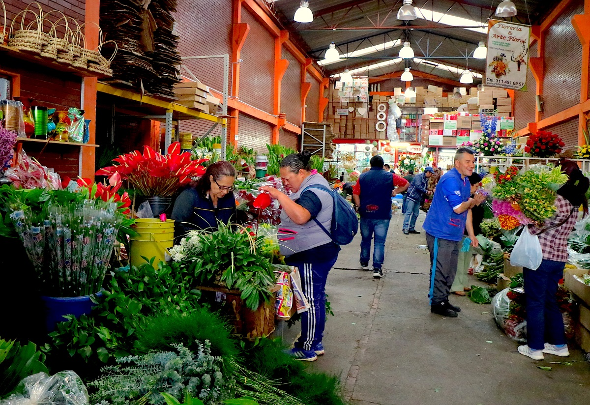 Paloquemao Market, Bogota. Photo by Maximo Anderson for Mongabay.
