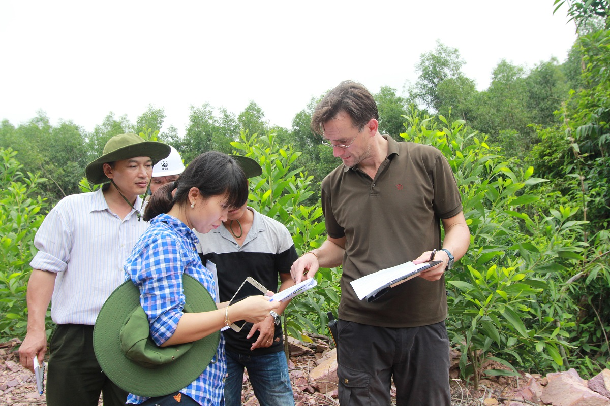 Auditors review a smallholder plantation at the preliminary stages of certification during a 2016 FSC audit in Phong Son district, Thua Thien Hue. Photo by Loc Vu Trung/WWF with permission.