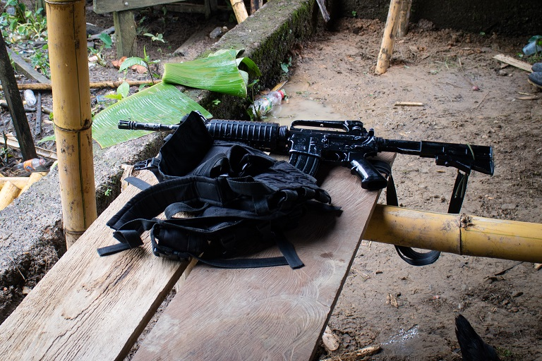 A rebel's weapon and holster. The ELN mostly uses M16, AK47s and Ghalils, Noanamá, Chocó. Photo by Maximo Anderson/Mongabay.