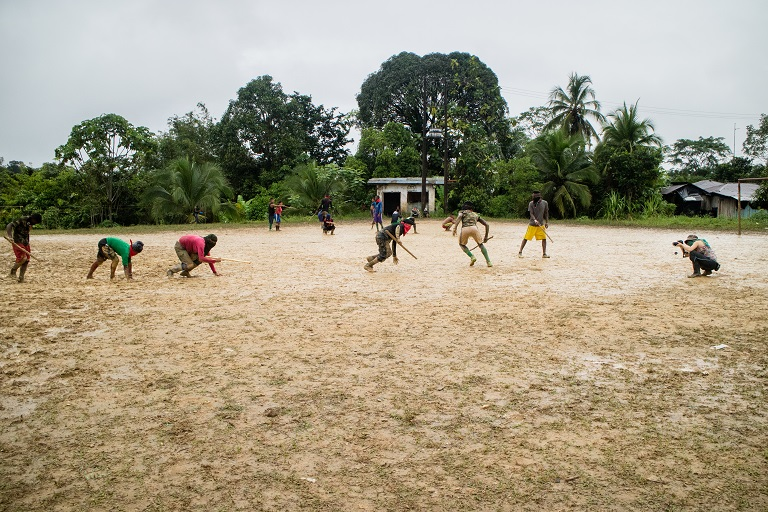 ELN fighters practice their morning drills on a football pitch in the town of Noanamá, Chocó. Photo by Maximo Anderson/Mongabay.