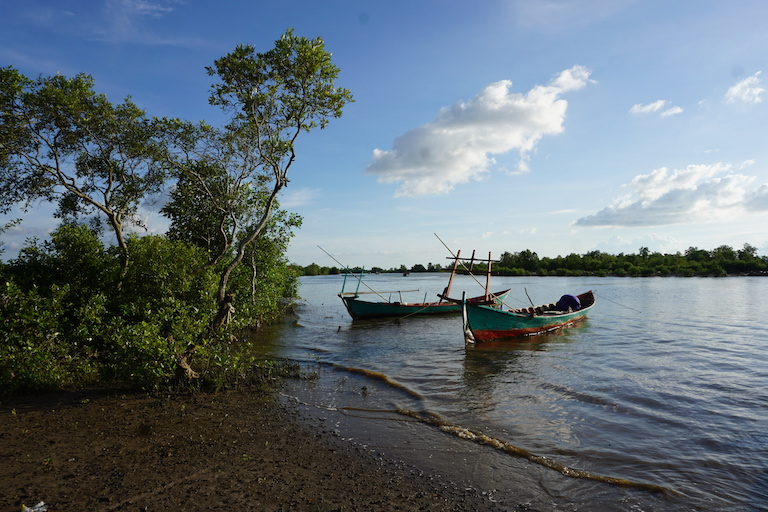 The Trapeang Sangke inlet provides a living to thousands of fishers, most of them small-scale operators who stay close to shore and target shrimp or crabs in boats like these. Photo by Matt Blomberg for Mongabay.