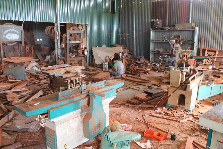 A wood workshop in Dong Ky, a town east of Hanoi which processes timber for the domestic and Chinese furniture markets.Photo by Michael Tatarski/Mongabay.