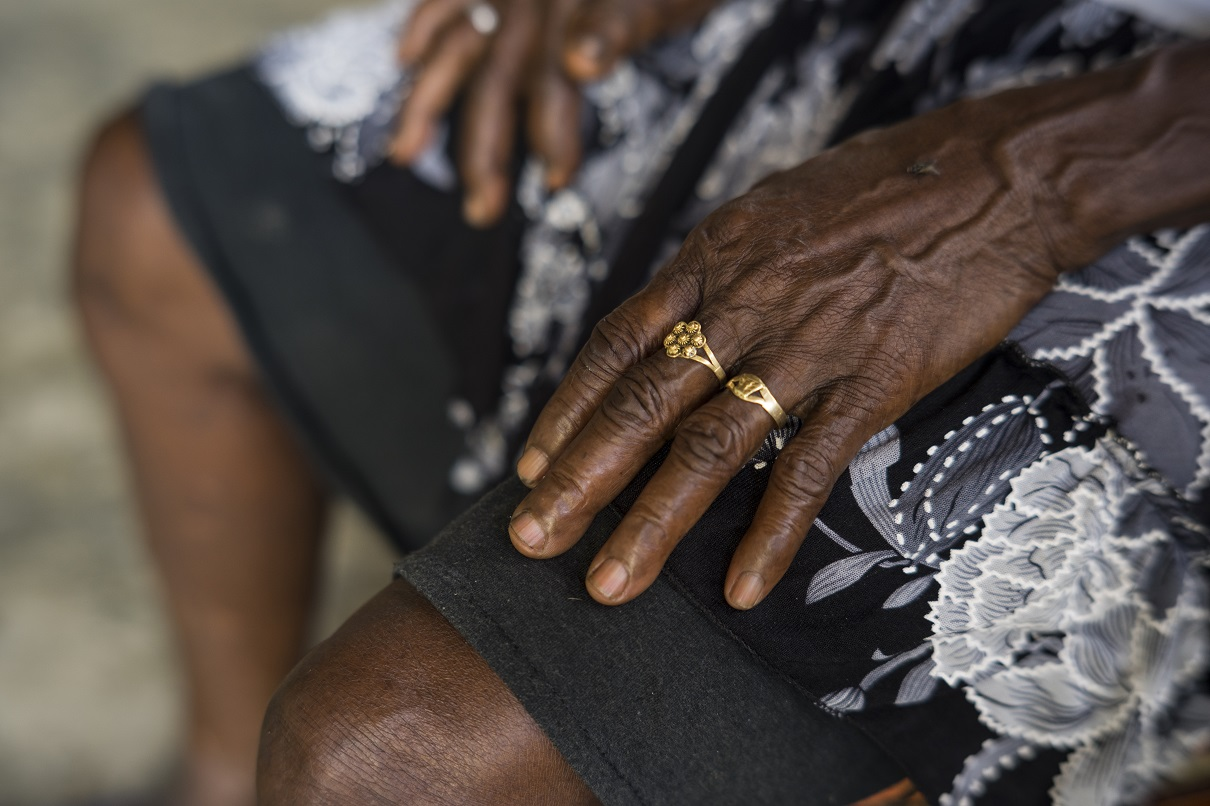 The hands of María Chaverra, a social leader in the Curvaradó river basin, at home last month. Photo by Pablo Cuellar/Mongabay.
