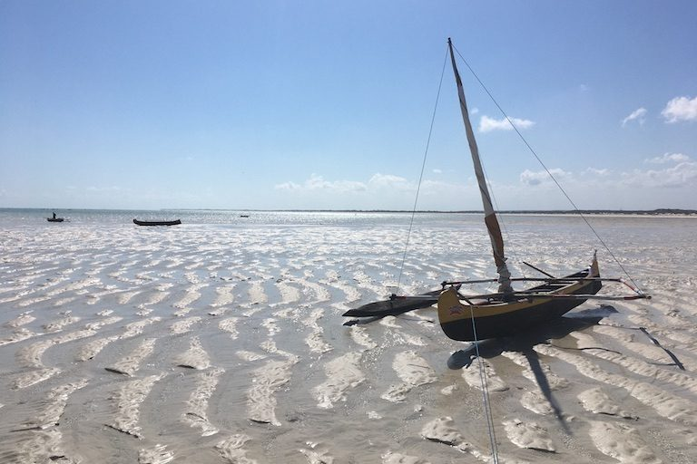 A fishing pirogue at low tide in the town of Beheloke in southwestern Madagascar. Photo by Rowan Moore Gerety for Mongabay.