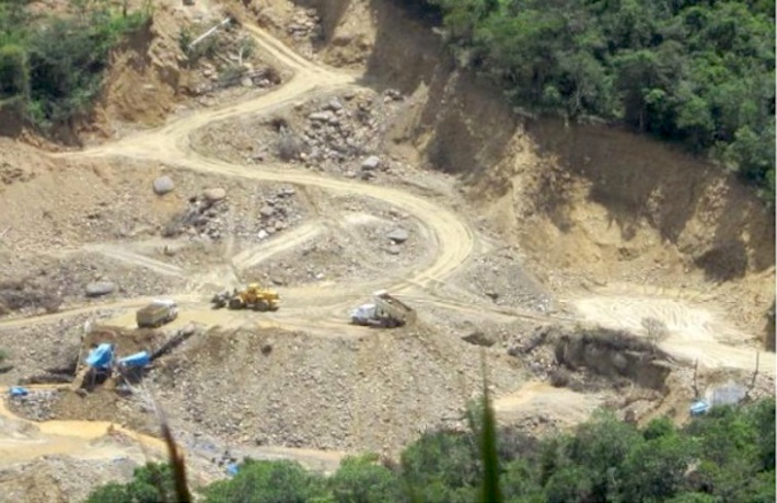 In November 2017, Óscar Jiménez, rangers from Bahuaja-Sonene National Park, and police officers were able to find illegal mining activity. Photo courtesy of the Regional Environmental Commission of Puno.
