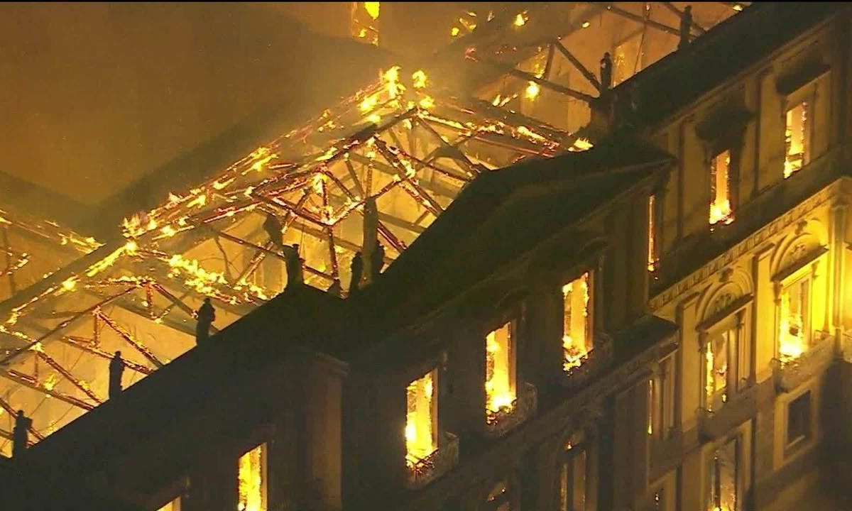 This Globo television screenshot shows the museum on fire from above.