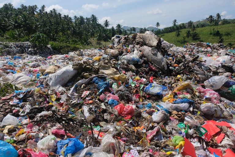 An illegal open dumpsite in Malapatan town, in the southern Philippines province of Sarangani. Image by Bong S. Sarmiento for Mongabay.