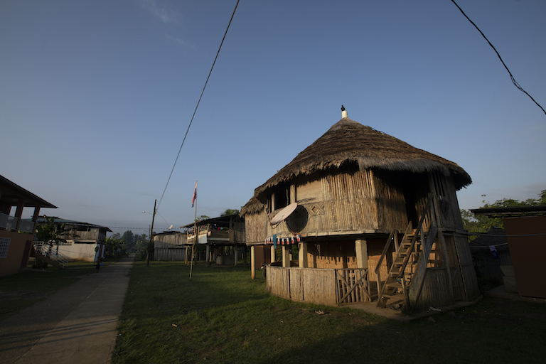 A traditional Emberá house in Puerto Indio. Image by Alexander Arosemena for Mongabay.
