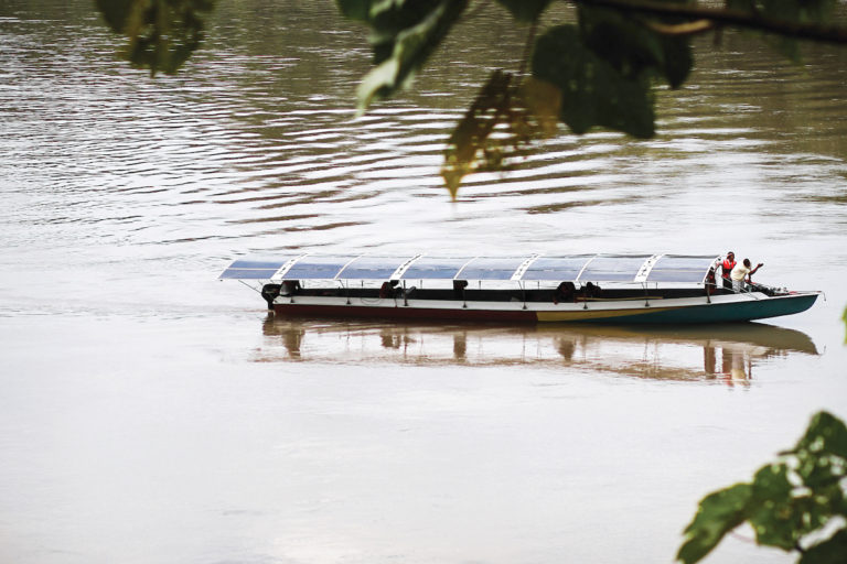 Tapiatpia, the first solar canoe, on its 25-day inaugural voyage from Lago Agrio in northeastern Ecuador toward Sharamentsa in 2017. Image by Fundación Kara Solar.