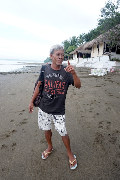 Sali Salahudin, a migrant to Donsol, earns about $14 a week selling pearls to tourists. Image by Nina Unlay.