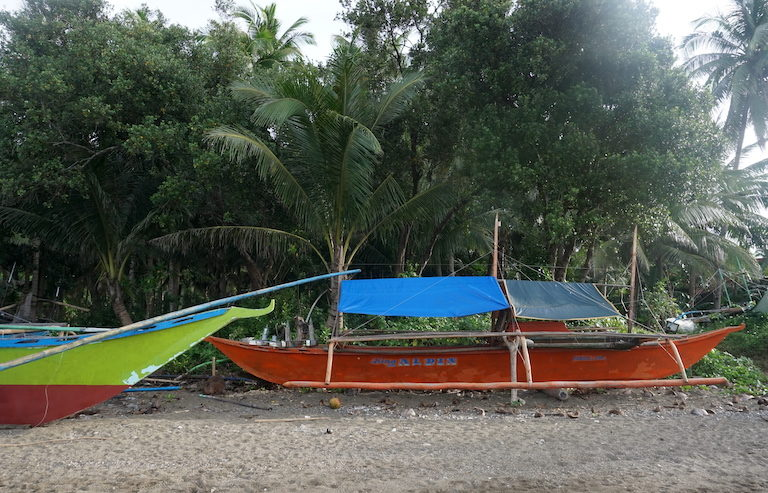 Fishing boats at rest on a Donsol beach. Image by Nina Unlay.