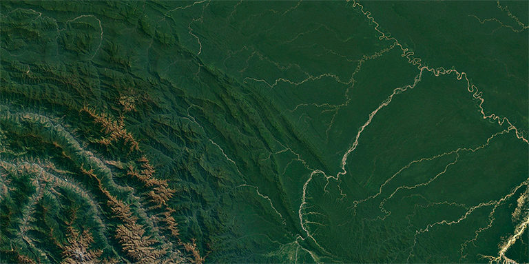 The Manu landscape, including adjacent areas, from the Andes to the Amazon. Landsat / Copernicus image from Google Earth.