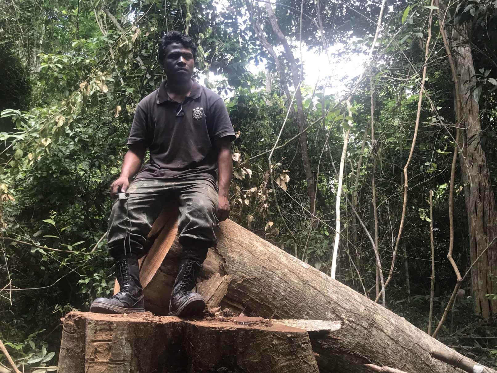 """Indigenous Guajajara leader Paulo Paulino Guajajara was shot dead in an ambush by loggers in the Amazon. He was one of the """"Guardians of the Forest,"""" a group of Guajajara indigenous people that risks their lives fighting illegal logging in the Araribóia indigenous reserve. He posed for this picture on Jan 31, 2019. Image by Karla Mendes/Mongabay"""
