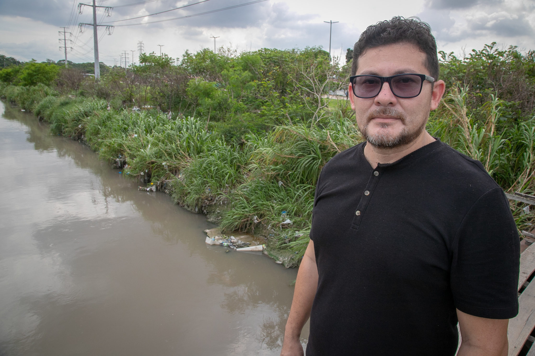 Marcos Castro, a professor of geography at the Federal University of Amazonas (UFAM), poses for a photo in the riverbank of Educandos river in the city of Manaus. Image by César Nogueira.