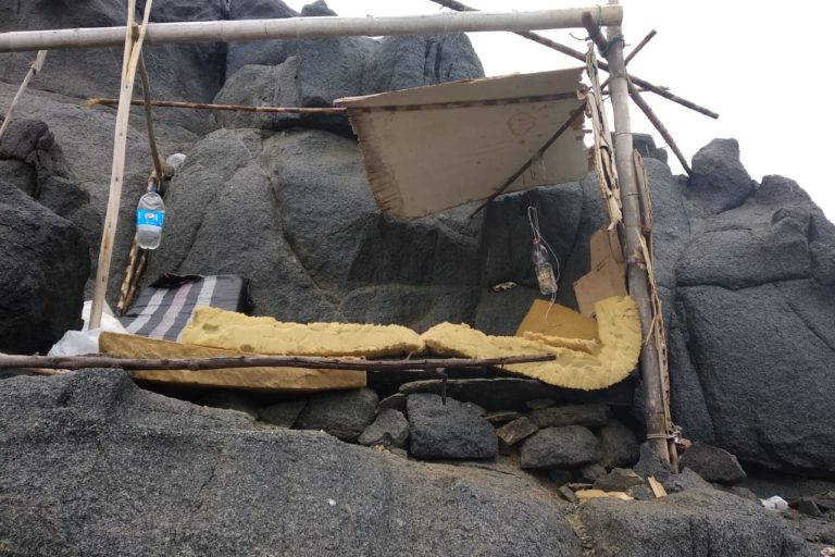 Beds made by the fishermen who stand guard overnight to watch for blast fishermen. Image by Almensor Gómez.