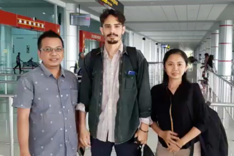 Parlin Bayu Hutabarat of Pakpahan Hutabarat Law Office with Philip Jacobson and Yusie at Palangkaraya's Tjilik Riwut Airport on January 31, 2020