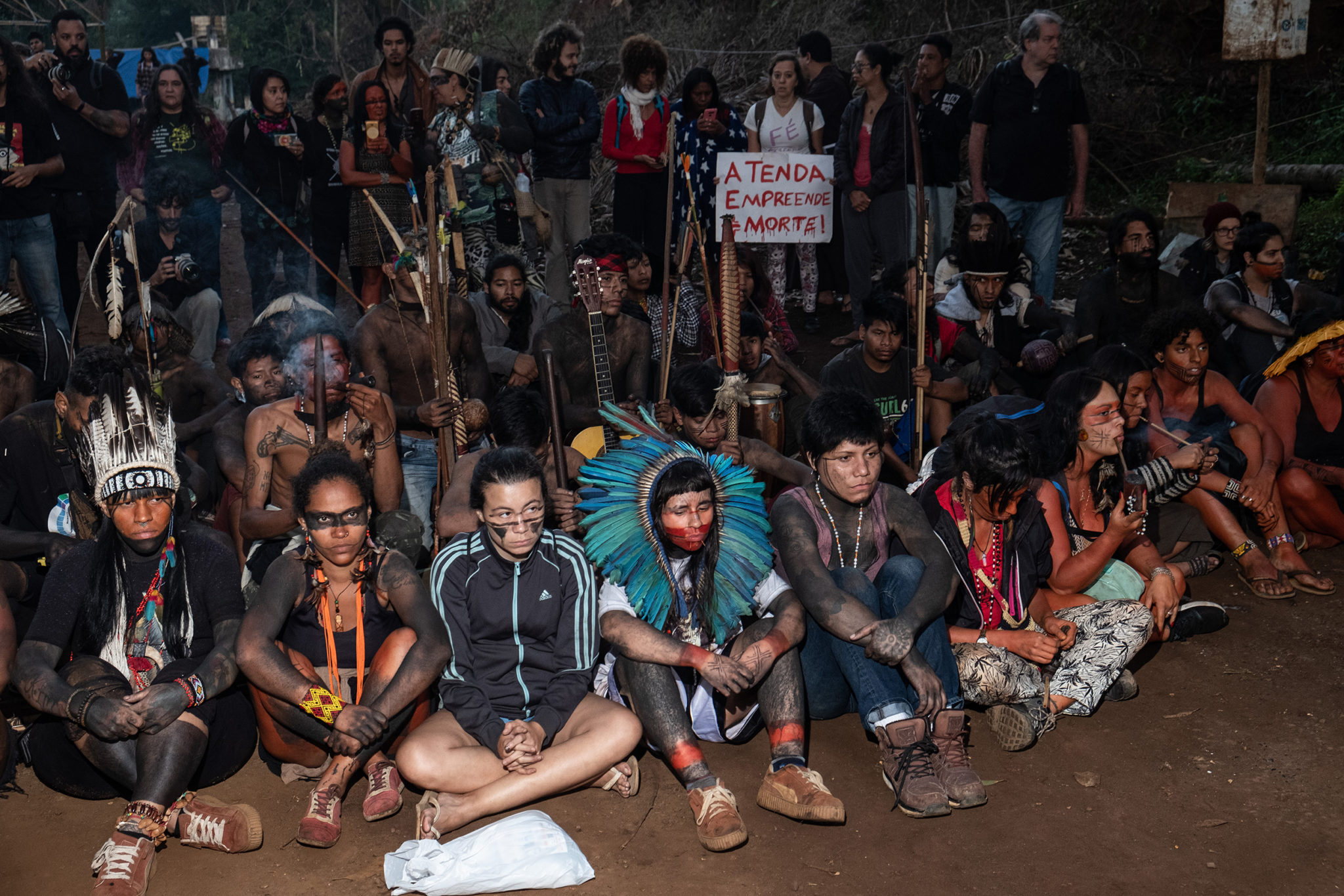 Guarani indigenous people protest against real estate speculation in a lot close to Jaraguá indigenous reserve in São Paulo. Image by Tommaso Prottifor Mongabay