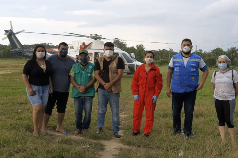 Health officials from SESAI — the federal government's body in charge of health services for indigenous people — were sent to monitor indigenous people in the Lago Grande village in Amazonas state. Image by heath department of Santo Antônio do Içá.