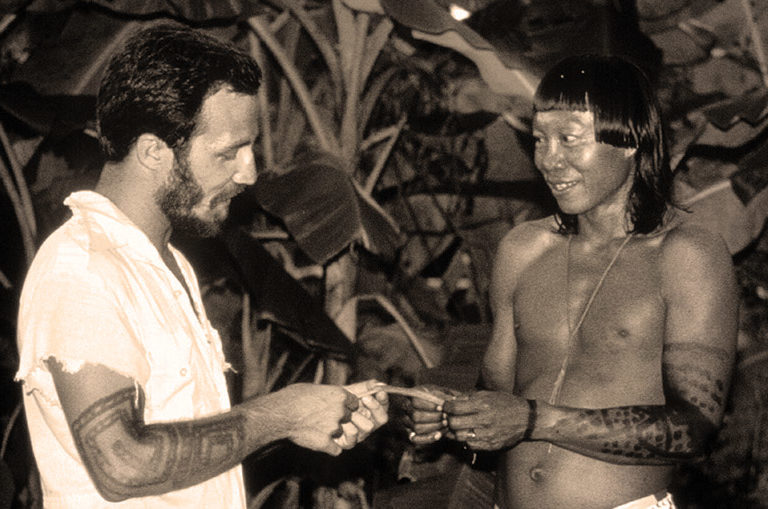 Mark Plotkin and Yaloefuh in Suriname in 1982. Courtesy of Mark Plotkin.