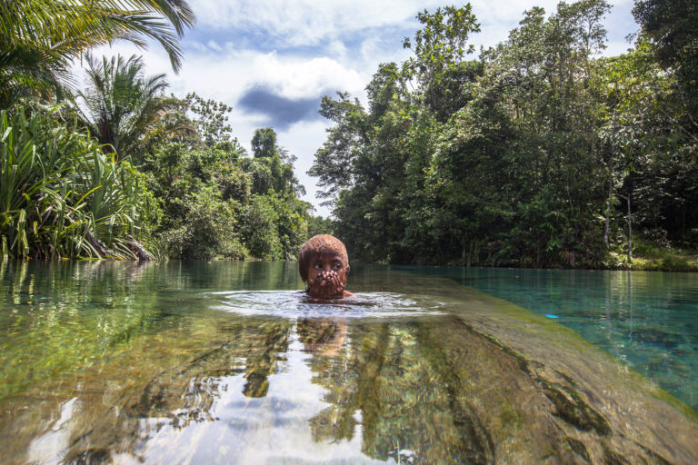 Papuan girl swims in Kali Biru in the Knasaimos landscape in Teminabuan, South Sorong, West Papua. Credit line: © Jurnasyanto Sukarno / Greenpeace