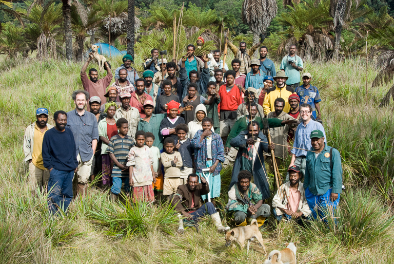 A joint expedition of the Papua New Guinea Forest Research Institute and Kew Gardens, supported by the residents of Indagen Village. Image courtesy of Royal Botanic Gardens, Kew.