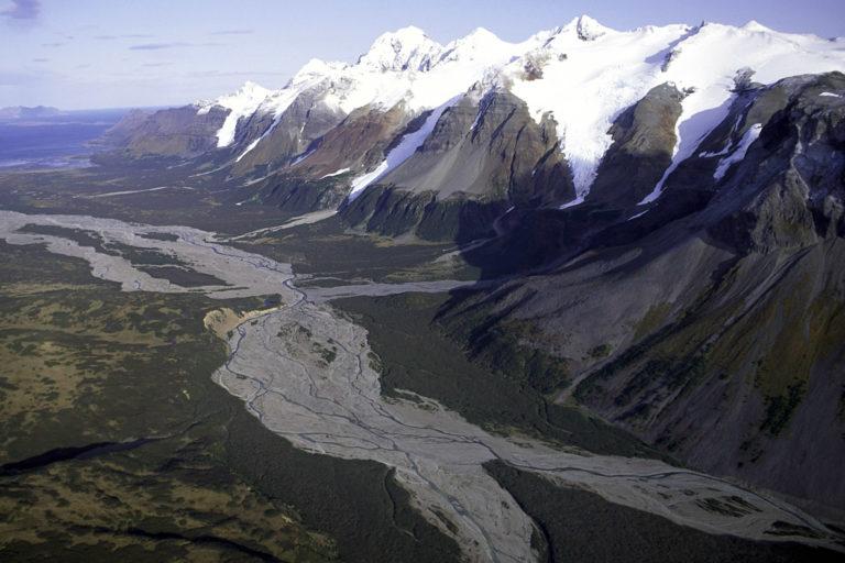 Mountain_Range_Alaska_Peninsula_NWR