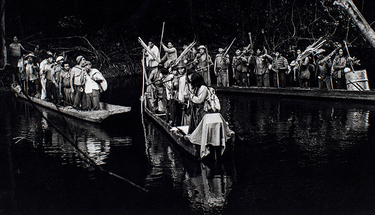 Canoes leaving for the second Panará contact expedition. Courtesy of the Villas Boas archive.