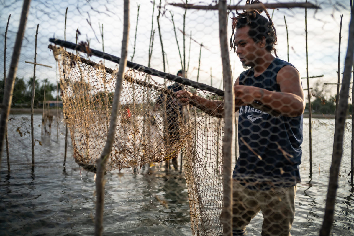 A local fisherman in Tonga. Tonga has less than 1% marine protected areas around the island. Photo by Asian Development Bank via Flickr. (CC BY-NC 2.0).