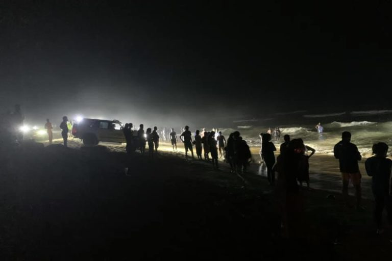 Rescuers used the lights from six jeeps to work through the darkness and push the whales back into the sea and safety. Image courtesy of Ironman 4×4 Community Emergency Response Team – Sri Lanka (I-CERT).